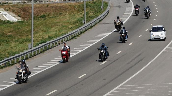 Халява, сэр! Почему «зайцев» на мотоциклах никто не штрафует за проезд по платным трассам?