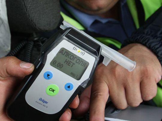 Верховный Суд РФ: можно ли пить алкоголь, ожидая помощи после потери колеса?