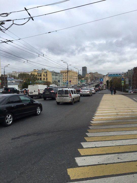 Принят закон об ужесточении штрафов для водителей за непропуск пешеходов и велосипедистов