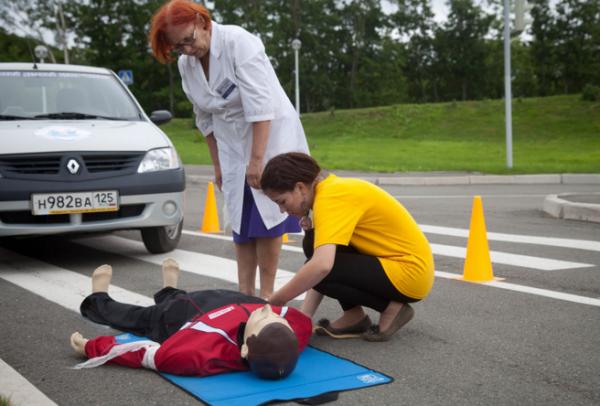 В автошколах бьют тревогу из-за ошибок в экзаменационных билетах водителей учат не помогать пострадавшим а вредить им