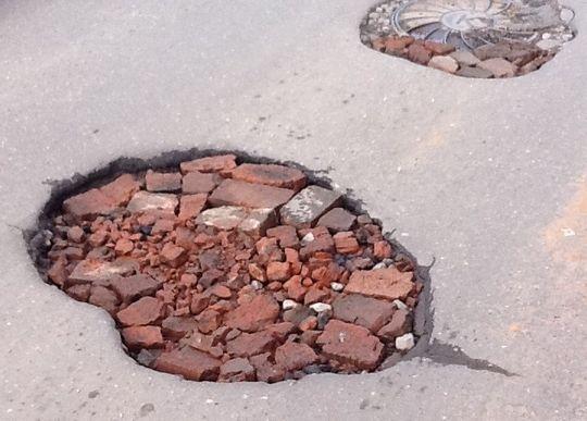 С места в карьер: муниципалитетам предложили добывать щебень и песок для ремонта дорог