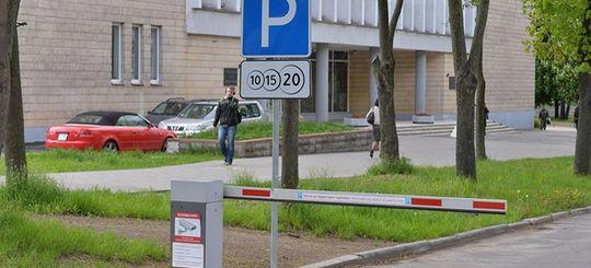 Новый закон об организации дорожного движения грозит платными парковками во дворах