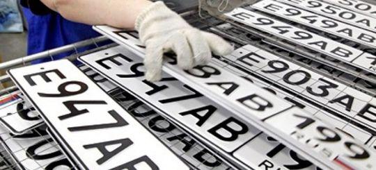 Нововведения для автомобилистов в России: годовое хранение номеров, электронный ПТС, упрощенное снятие с регистрации